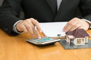 van munkáltatói igazolás, de nem elég a keret. Lehet szükséges az ingatlan is hiteligényléshez.